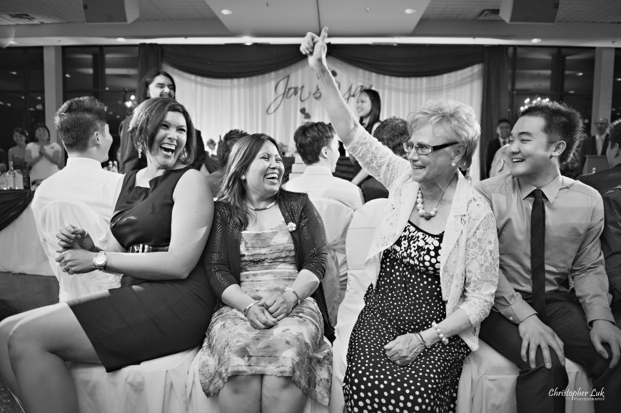 Christopher Luk 2013 - Yanto and Jon's Wedding - The Manor By Peter and Paul's - Toronto Wedding Event Photographer - Dinner Reception Games To Entertain Guests Family Friends Musical Chairs Prize