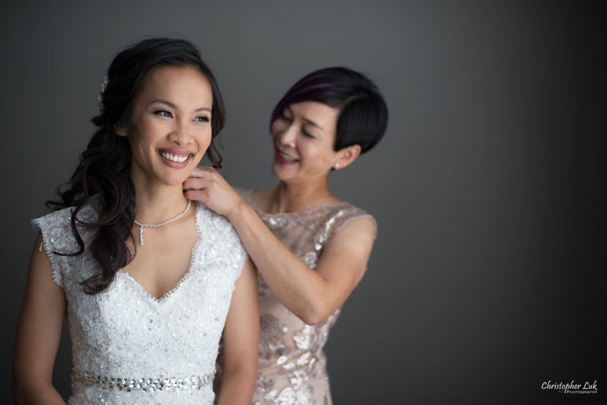 Christopher Luk Toronto Wedding Portrait Lifestyle Event Photographer - Eagles Nest Golf Club Outdoor Ceremony Toronto Raptors Blue Jays Sports Fans Natural Candid Photojournalistic Mother of Bride White Bridal Dress Gown Necklace Smile
