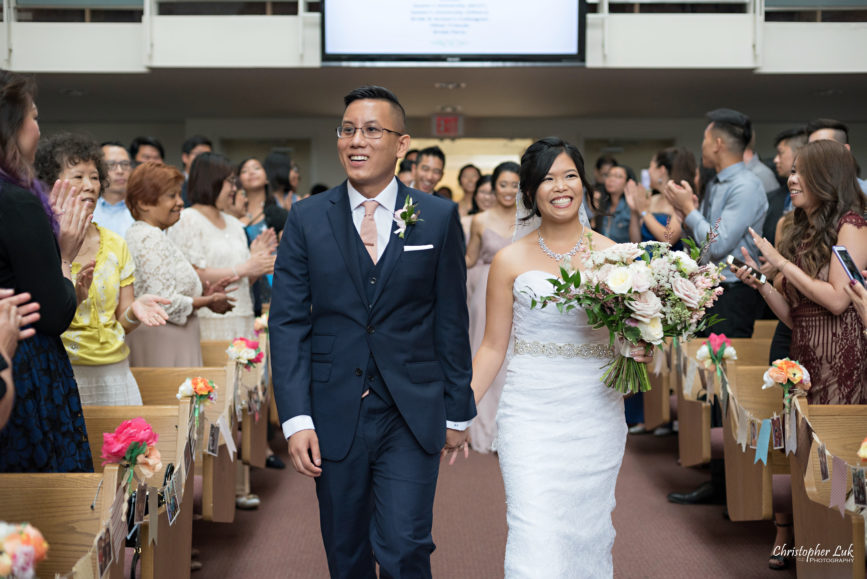 Christopher Luk - Toronto Wedding Photographer - Markham Chinese Baptist Church MCBC Christian Ceremony - Natural Candid Photojournalistic Bride Groom Processional Recessional Grand Entrance Smile Clapping Celebration Standing Ovation