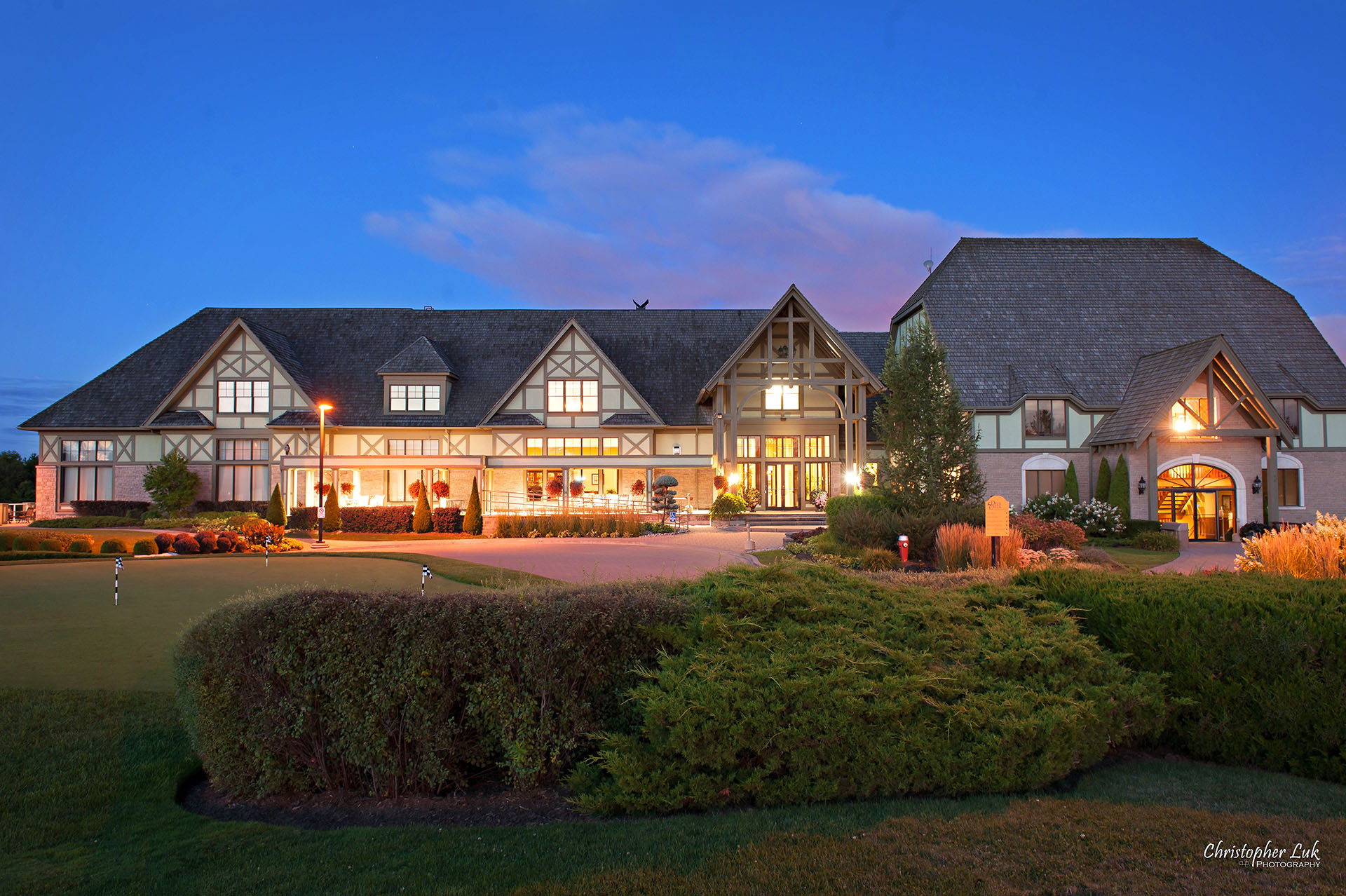 Christopher Luk - Deer Creek Golf Club and Banquet Facility Ajax - Toronto Wedding and Event Photographer - Evening Dusk Sunset Long Exposure Night Time Glow Exterior Front Entrance Small