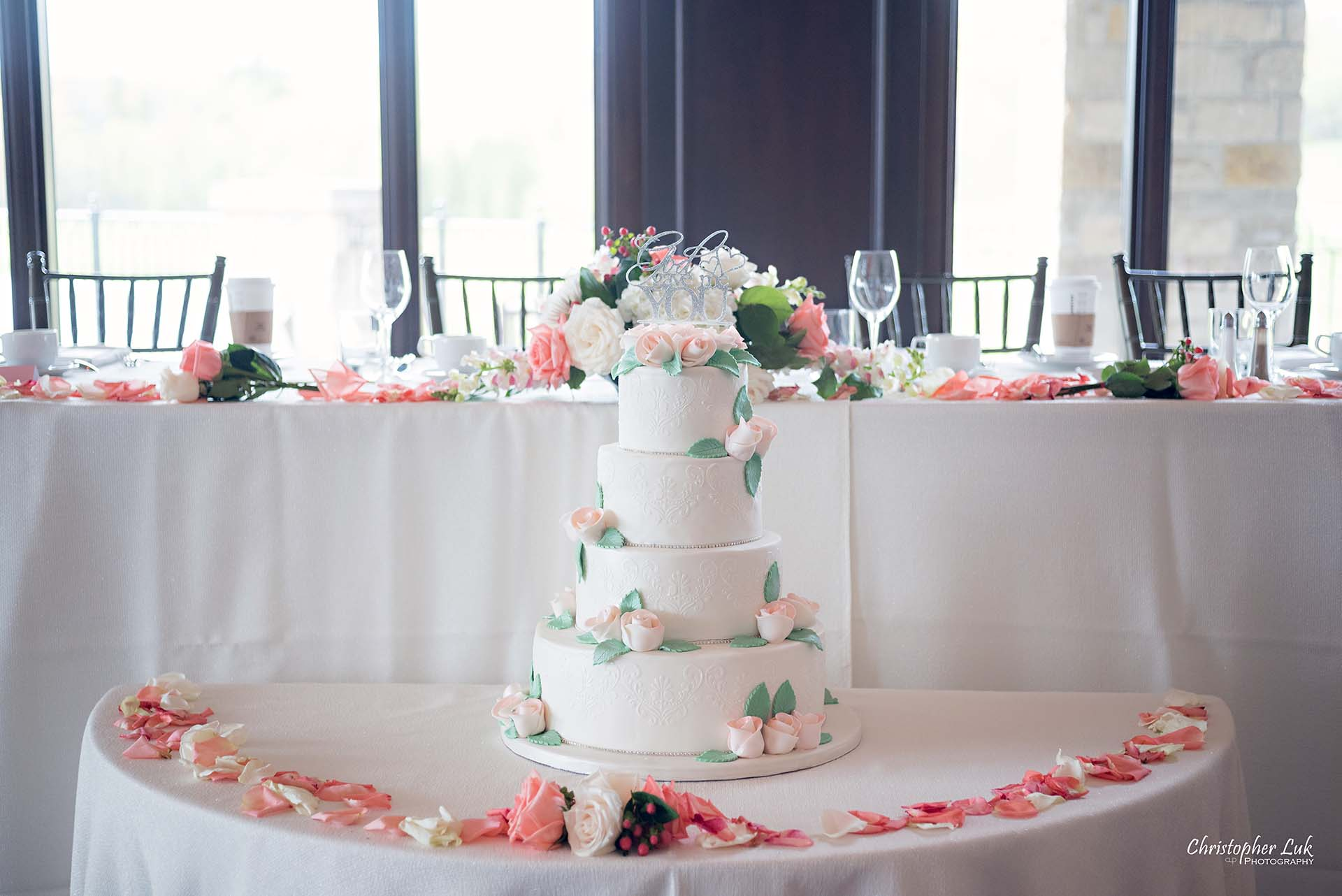 Christopher Luk Toronto Wedding Photographer Eagles Nest Golf Club Course Clubhouse Great Hall Dinner Reception Head Cake Table Details