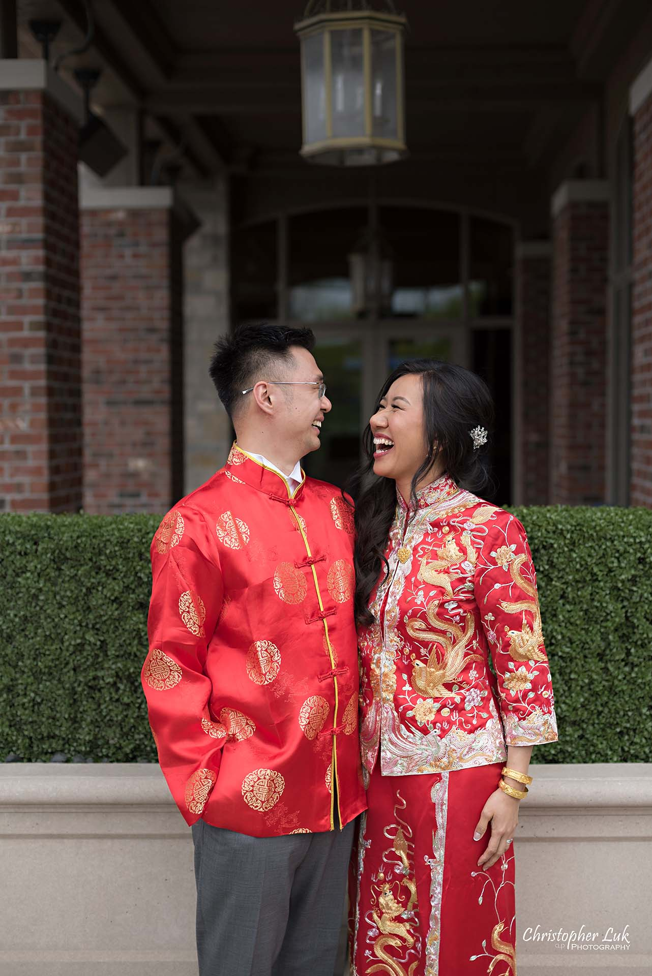 Christopher Luk Toronto Wedding Photographer Eagles Nest Golf Club Course Clubhouse Bride Groom Natural Candid Photojournalistic Chinese Red Tea Ceremony Dress Qipao Cheongsam Kua Laugh