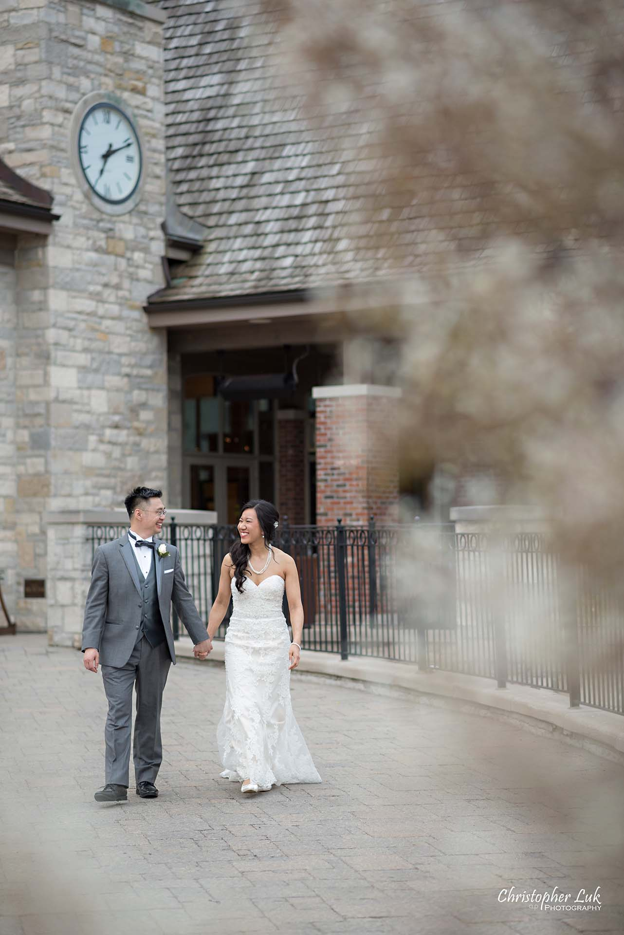 Christopher Luk Toronto Wedding Photographer Eagles Nest Golf Club Course Clubhouse Bride Groom Natural Candid Photojournalistic Holding Hands Walking Together Main Entrance Driveway Pathway