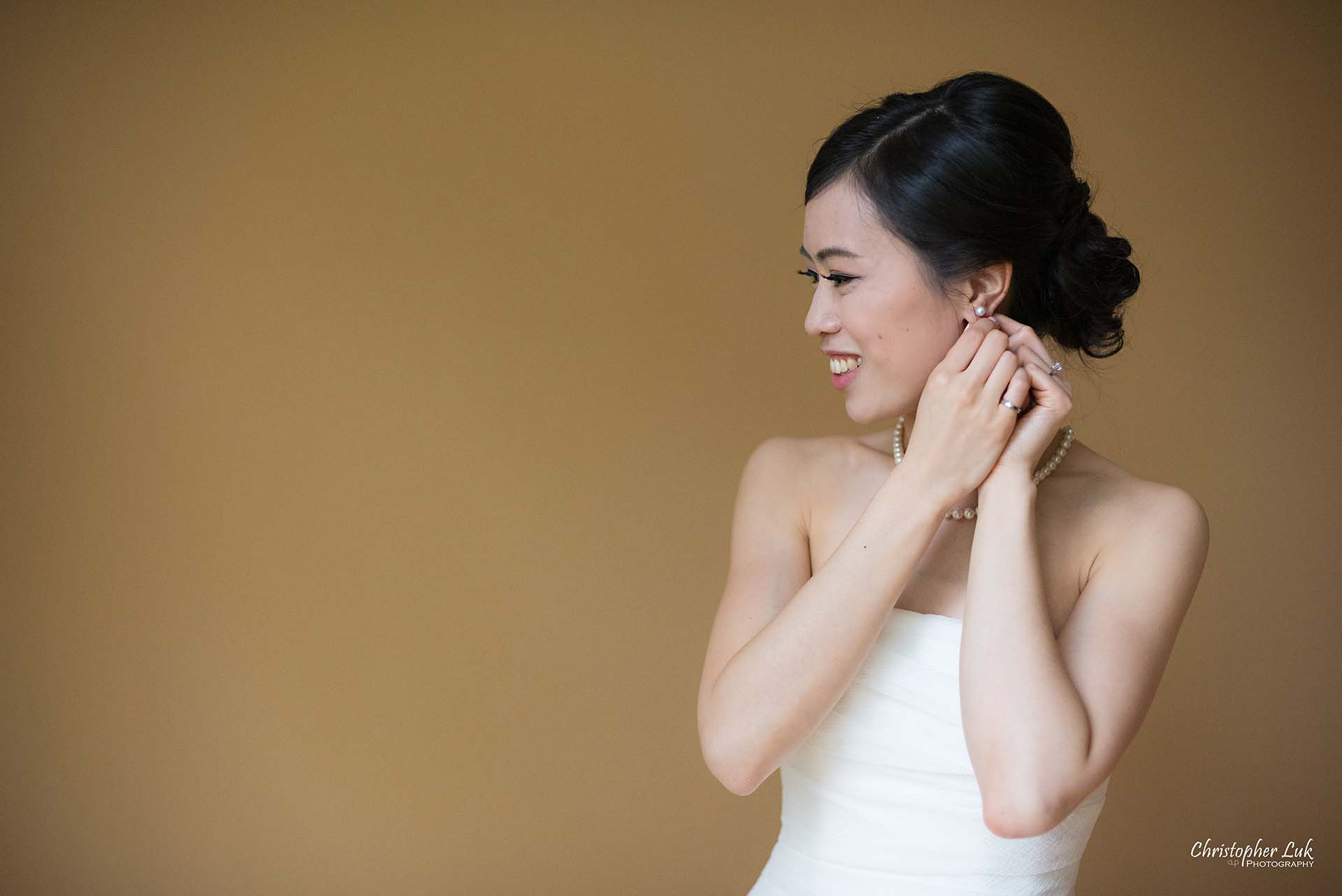 Christopher Luk Toronto Wedding Photographer Bride Getting Ready Preparations Bridal Earrings