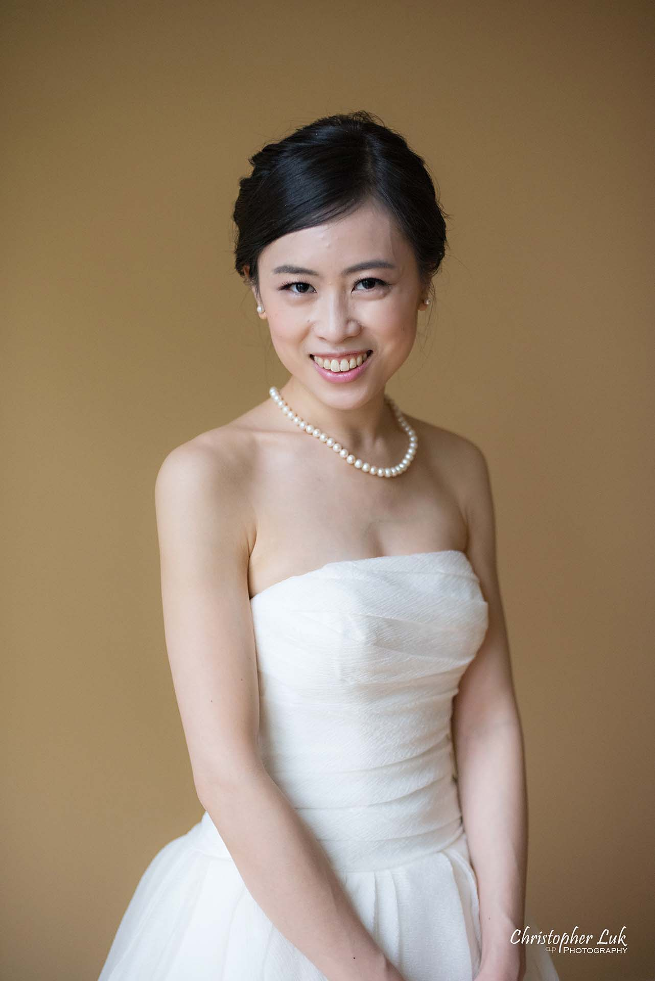 Christopher Luk Toronto Wedding Photographer Bride Getting Ready Preparations Bridal Portrait