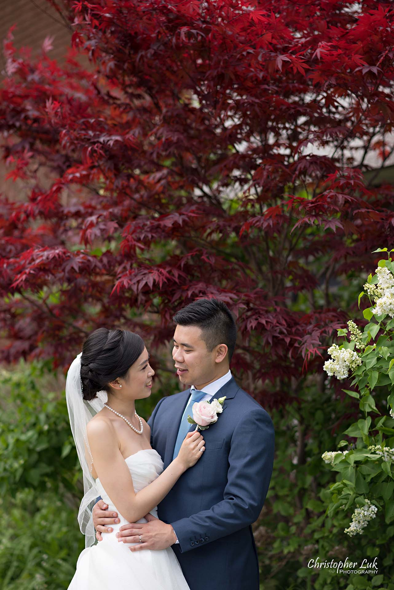 Christopher Luk Toronto Wedding Photographer Chinese Gospel Church Scarborough Ceremony Bride Groom Candid Natural Photojournalistic Portrait Holding Each Other Hug Smile