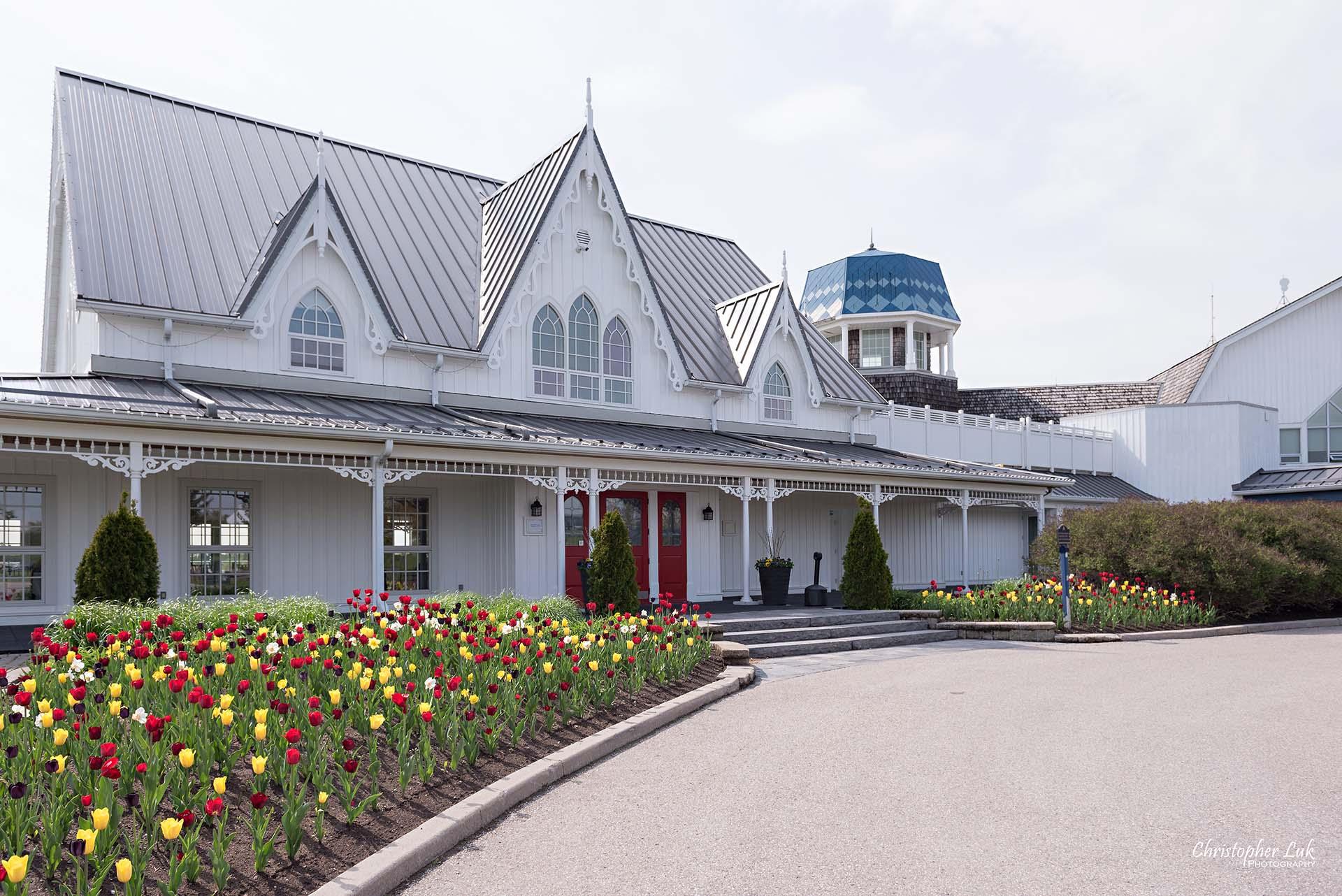 Christopher Luk Toronto Wedding Photographer Angus Glen Golf Club Markham Victoria Room Kennedy Loft Main Historic Estate Building Entrance Tulips