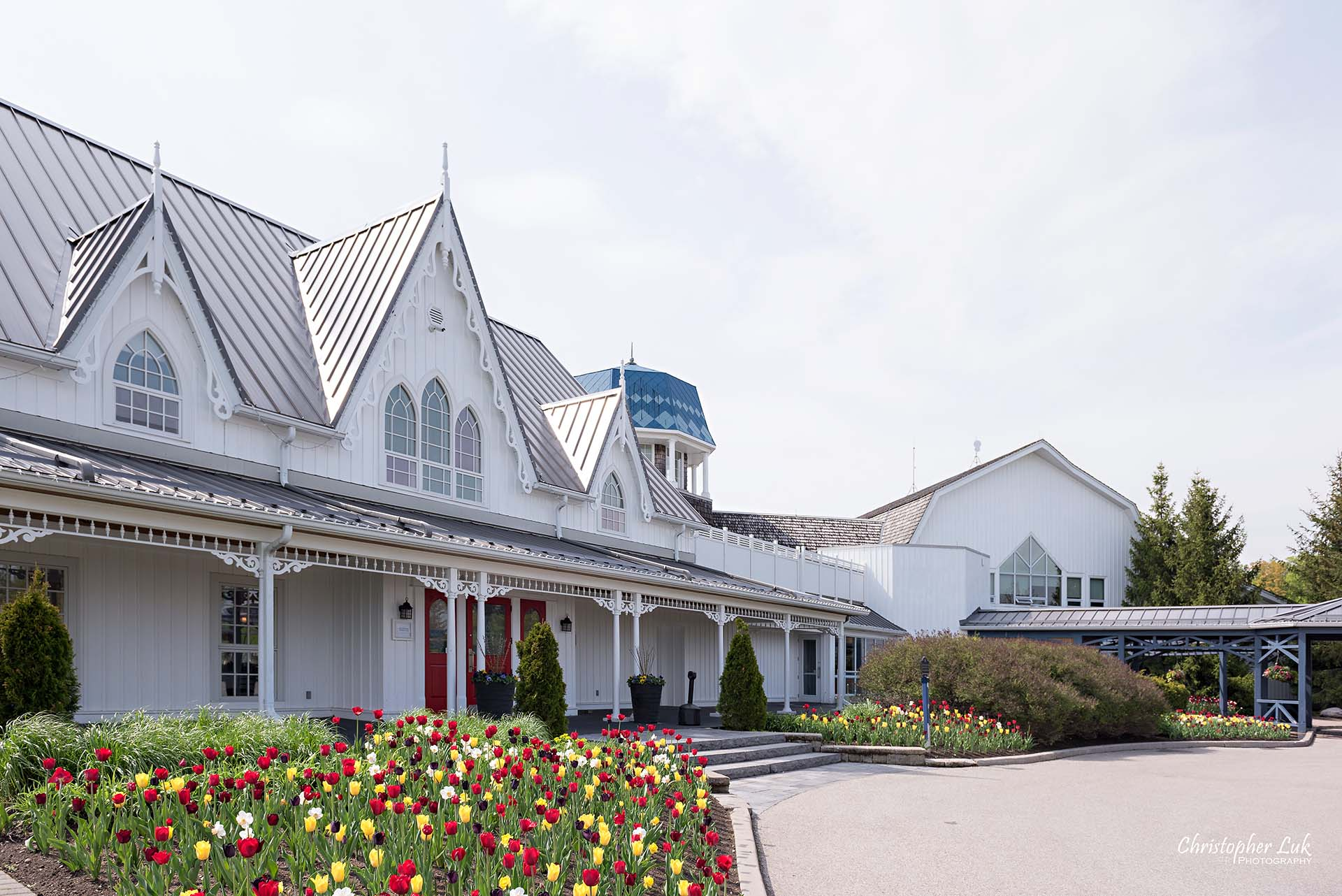 Christopher Luk Toronto Wedding Photographer Angus Glen Golf Club Markham Victoria Room Kennedy Loft Main Historic Estate Building Entrance Tulips Wide