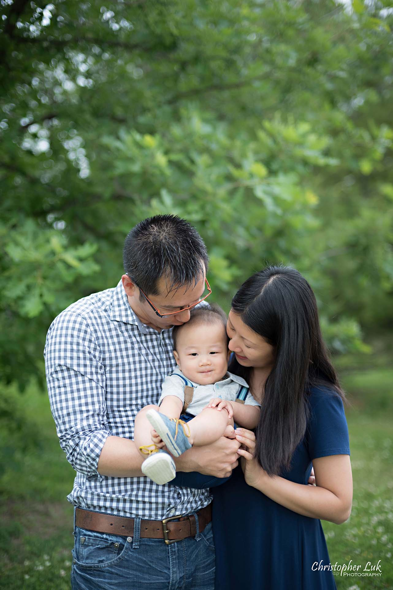 Christopher Luk Family Baby Wedding Photographer Richmond Hill Markham Toronto - Candid Natural Photojournalistic Mother Father Parents Baby Kiss Cute Adorable