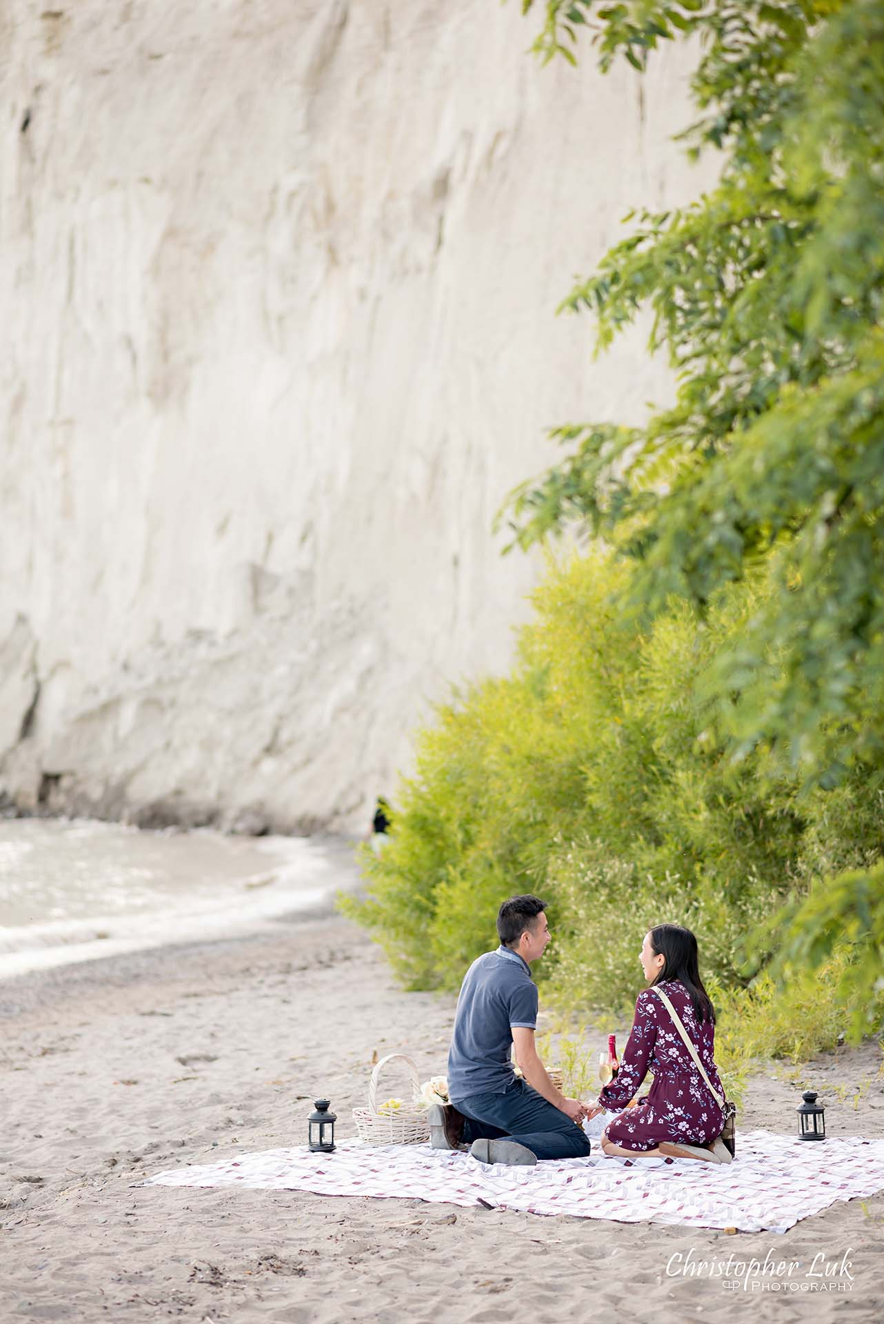Christopher Luk Toronto Photographer Scarborough Bluffs Beach Park Sunset Surprise Wedding Marriage Engagement Proposal Candid Natural Photojournalistic Bride Groom Picnic Blanket Basket Arrival