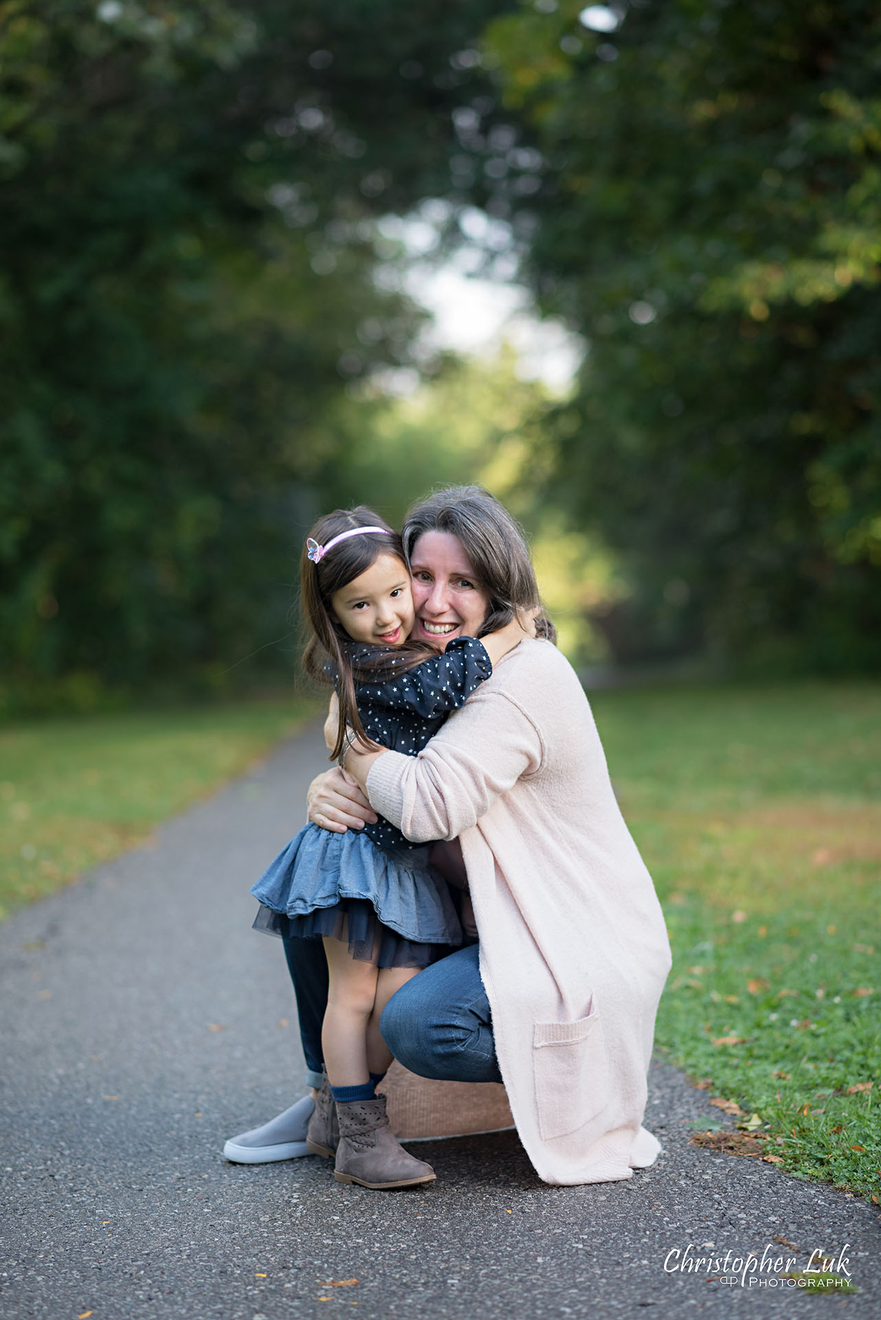Christopher Luk Family Photographer Toronto Markham Candid Natural Photojournalistic Mother Daughter Hug Squeeze