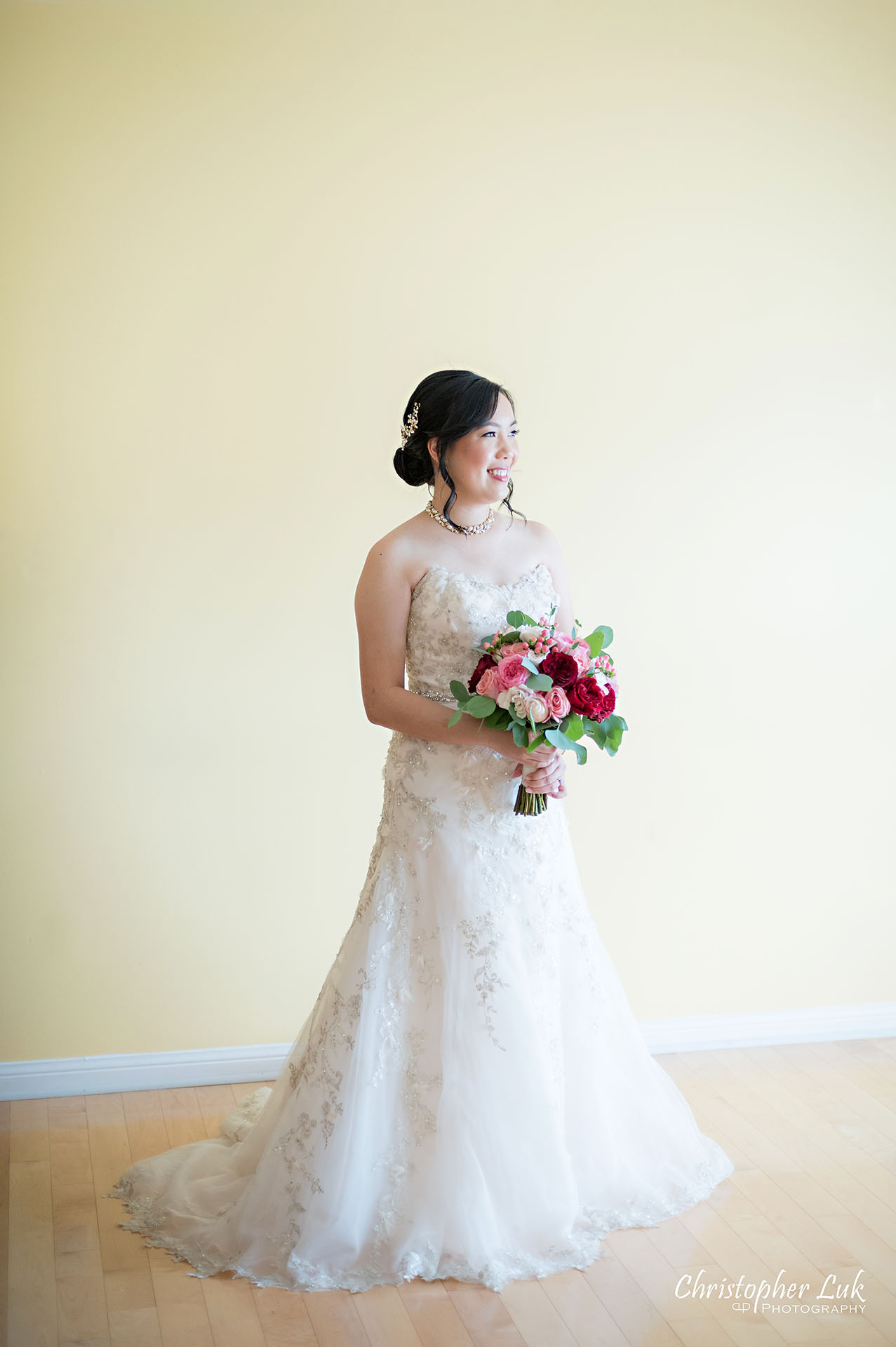 Christopher Luk Toronto Wedding Photographer Bridle Trail Baptist Church Unionville Main Street Crystal Fountain Event Venue Flower Bell by Masami Baby's Breath Little White Flowers Hemp Bridal Bride Bouquet Pink Red Modern English Miniature Tea Rose Getting Ready Full Portrait
