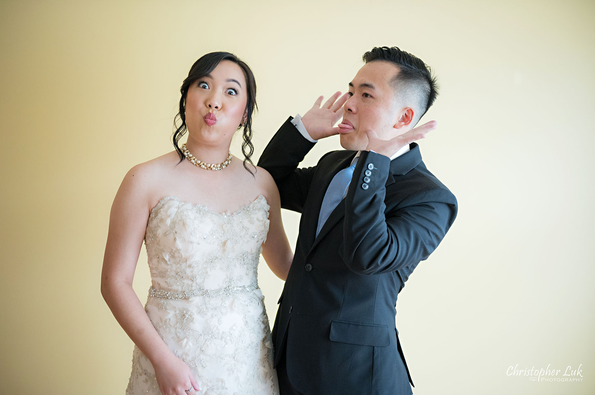 Christopher Luk Toronto Wedding Photographer Bridle Trail Baptist Church Unionville Main Street Crystal Fountain Event Venue Bride Bridal Brother Sibling Funny Faces Natural Photojournalistic Candid