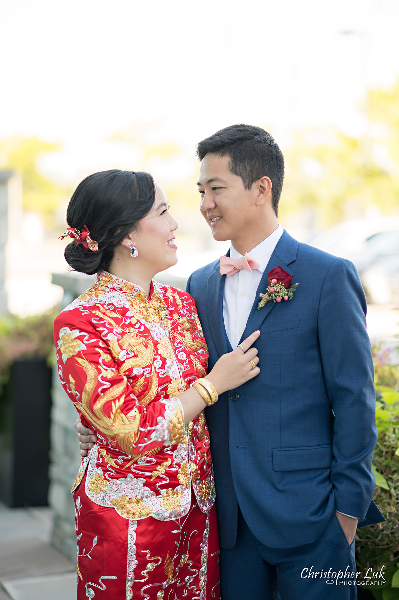 Christopher Luk Toronto Wedding Photographer Bridle Trail Baptist Church Unionville Main Street Crystal Fountain Event Venue Bride Groom Natural Photojournalistic Candid Chinese Tea Ceremony Cheongsam Qipao Kua Qua Gold Jewelry Jewellery Necklace Bracelet Rings Hug Smile