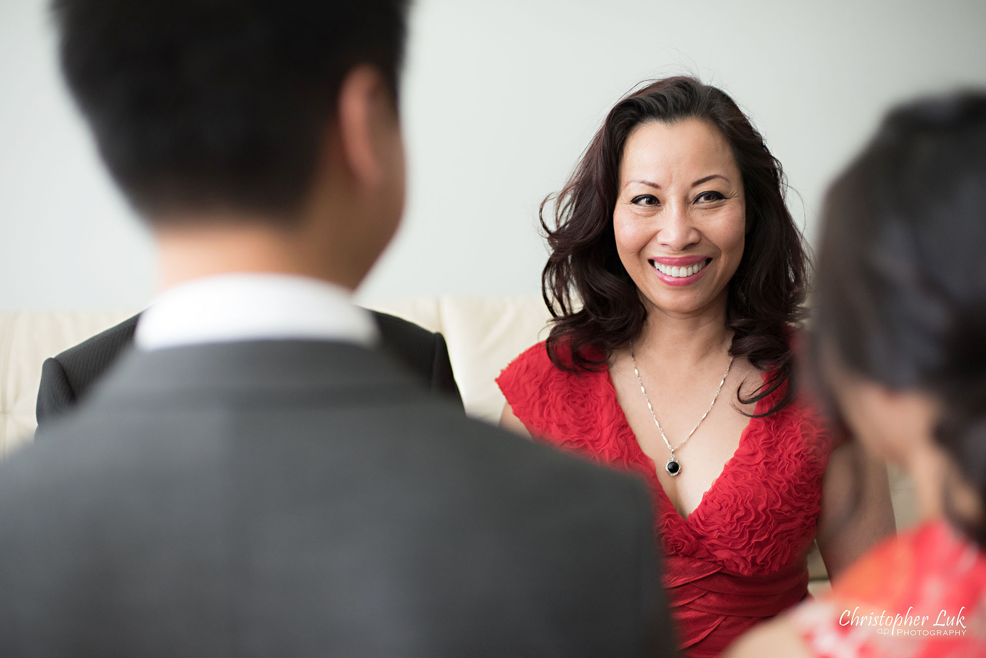 Christopher Luk Photography Toronto Wedding Photographer Chinese Tea Ceremony Bride Groom Family Aunt  Candid Natural Photojournalistic Happy Smile Laughing