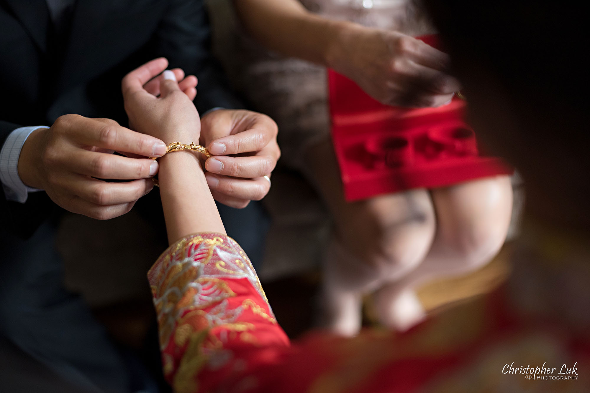 Christopher Luk Photography Toronto Wedding Photographer Chinese Tea Ceremony Bride Groom Mother Father Candid Natural Photojournalistic Happy Smile Laughing Ring Gold Bracelet Necklace Jewelry Jewellery