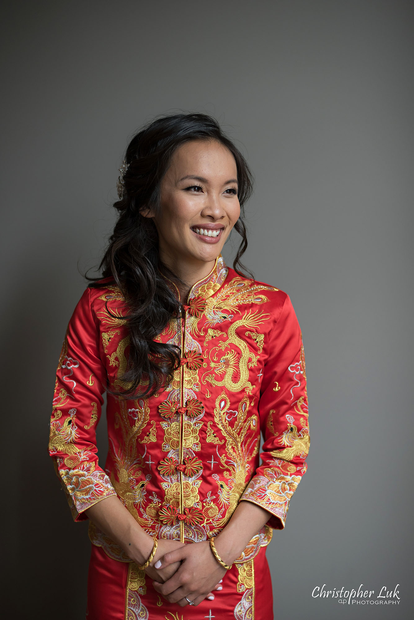 Christopher Luk Photography Toronto Wedding Photographer Chinese Tea Ceremony Bride Candid Natural Photojournalistic Happy Smile Qipao Cheongsam Kua Qua Red Dress
